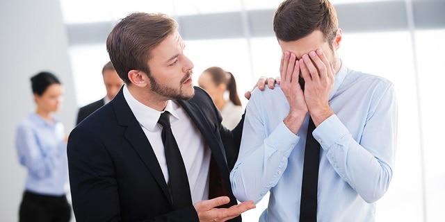 ۸ راه حل برای همکاری با همکار آزاردهنده